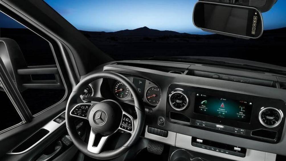 Xe được chế tạo trên khung gầm Mercedes-Benz Sprinter 3500 với trục cơ sở 4.320 mm trang bị một động cơ dầu V6, dung tích 3.0 lít sản sinh 188 mã lực