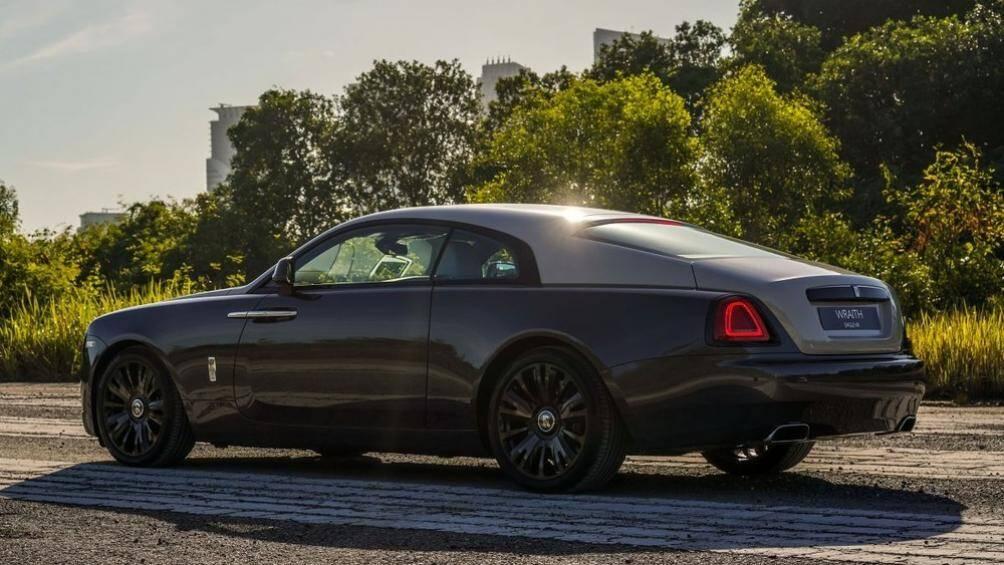 Phiên bản đặc biệt Rolls-Royce Wraith Eagle VIII được hãng xe Anh quốc giới thiệu mới đây nhằm kỷ niệm 100 năm chuyến bay vượt biển Tây đầu tiên
