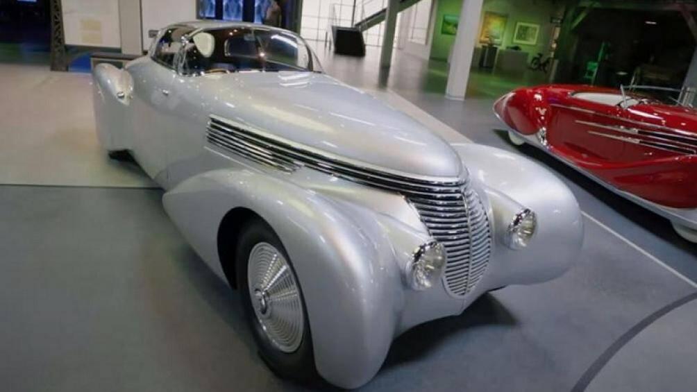 Chiếc xe đặc biệt này đã được một phi công người Pháp trong Thế Chiến I có tên Andre Dubonnetmua mua và thiết kế lại giống như một tác phẩm nghệ thuật
