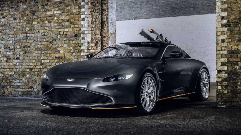 Cả 2 mẫu xe sử dụng động cơ xăng 5.2L V12 tăng áp kép cho công suất tối đa 715 mã lực, đây cũng là mẫu xe thương mại có sức kéo lớn nhất Aston Martin từng sản xuất