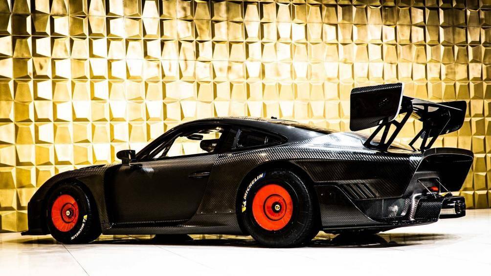 Kể từ sau lần xuất hiện đó, Porsche 935 đã được giảm giá một chút từ 1,5 triệu Euro chẵn tròn xuống… 1,45 triệu Euro (tương đương 39,7 tỷ đồng)