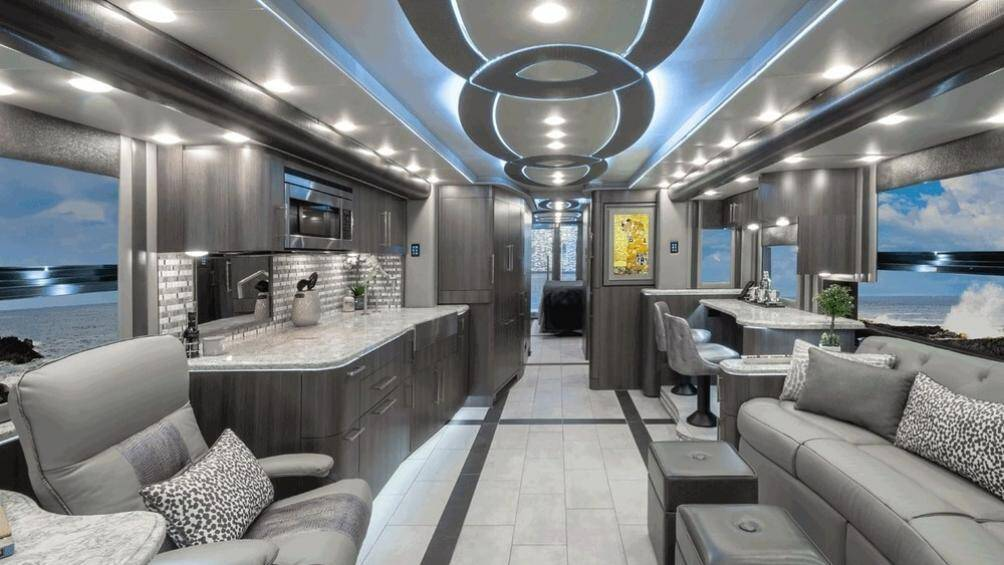 Mới đây họ lại cho ra mắt sản phẩm mới nhất của mình là một chiếc motorhome dạng xe buýt mới cực sang trọng mang tên Prevost H3-45 Emperor Sauna Suite (45ESS)