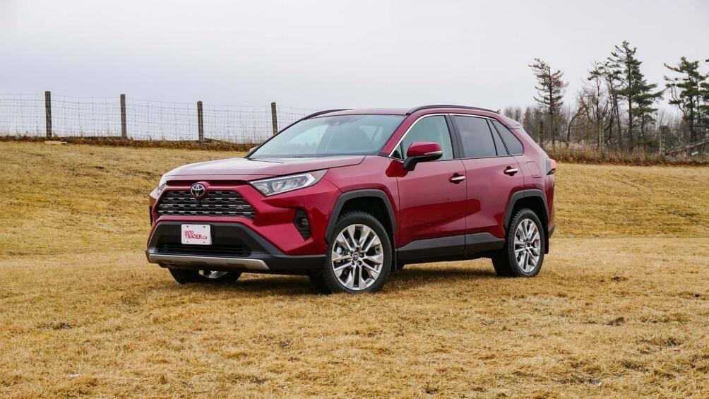 1. Toyota RAV4 Mẫu xe gầm cao của Toyota đã bán được 183.400 xe trong 6 tháng đầu năm 2020, giảm 9% so với cùng kỳ năm 2019