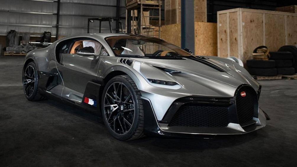 Đây là 1 trong 40 siêu phẩm Bugatti Divo sản xuất trên toàn thế giới và cũng là chiếc xe Bugatti Divo đầu tiên đến nước Mỹ