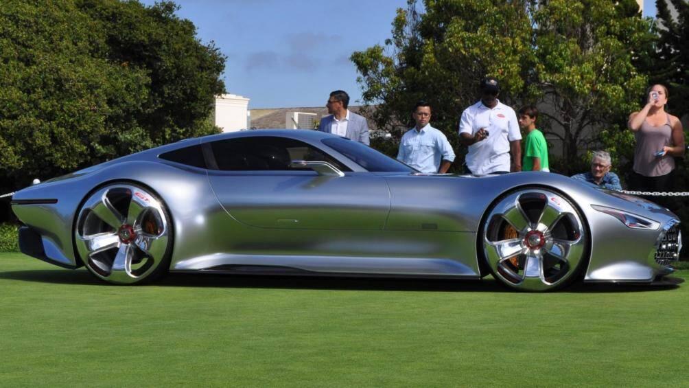 Mercedes-Benz AMG Vision Gran Turismo 2014 được sản xuất 5 chiếc.  Sau khi Daimler AG không ra mắt mẫu xe ý tưởng, một công ty của Mỹ là J&S Worldwide Heritage Holdings đã công bố sản xuất 5 chiếc xe. Hai bản dành cho châu Âu, hai bản cho Trung Đông và một bản cho Mỹ