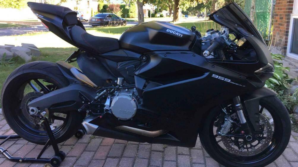 Không nhiều người nghĩ rằng chiếc sport bike 959 mạnh mẽ của Ducati đã được biến hóa thành một mẫu mô tô cổ điển