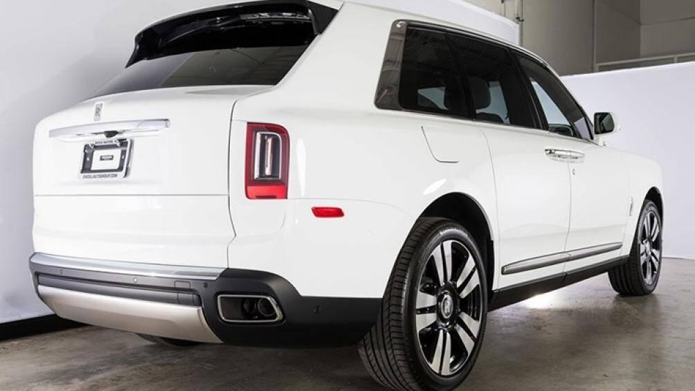 Hiện vẫn chưa rõ chiếc Rolls-Royce Cullinan mà Minh Nhựa mới tậu là xe nhập khẩu chính hãng hay tư nhân