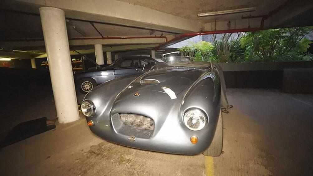 Garage này thuộc sở hữu của Bristol Cars, một công ty chuyên sản xuất xe hơi hạng sang, được thành lập vào năm 1945