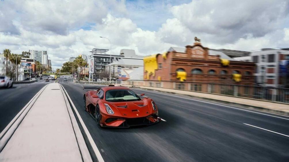 Hãng Brabham mới đây đã sửa đổi chiếc xe đua BT62R trở thành mẫu xe được lưu thông hợp pháp trên đường phố