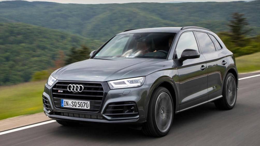 Audi SQ5 là mẫu xe hiệu suất cao, được sản xuất dựa trên Q5 nhưng công suất lớn hơn 101 mã lực, đạt tới mức 369 mã lực đi kèm hệ dẫn động 4 bánh toàn thời gian