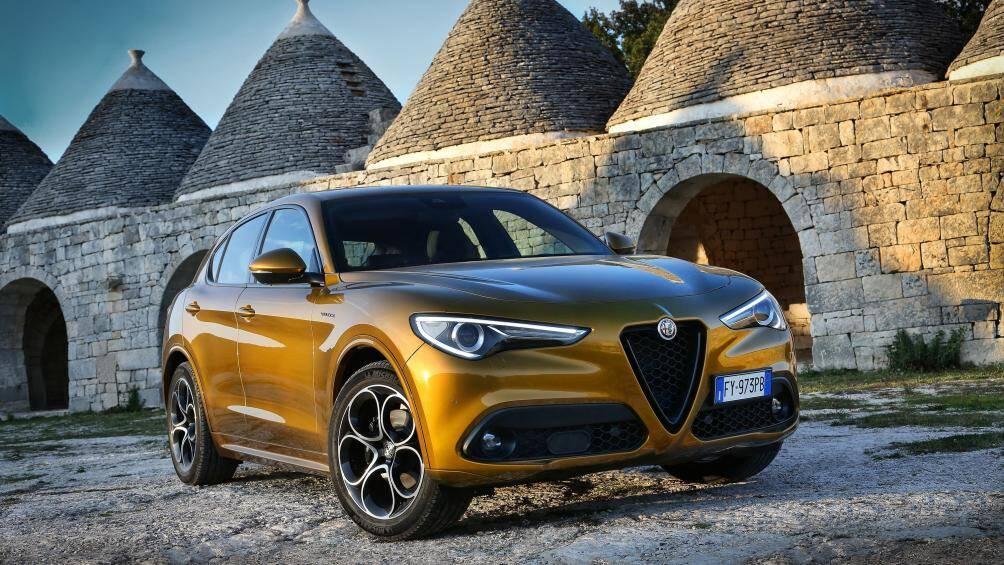 Alfa Romeo Stelvio 2020 có công suất tối đa có thể lên tới 505 mã lực là mẫu SUV mang phong cách sang trọng và quyến rũ, đi kèm nhiều chế độ chạy từng loại địa hình khác nhau và hộp số tự động 8 cấp