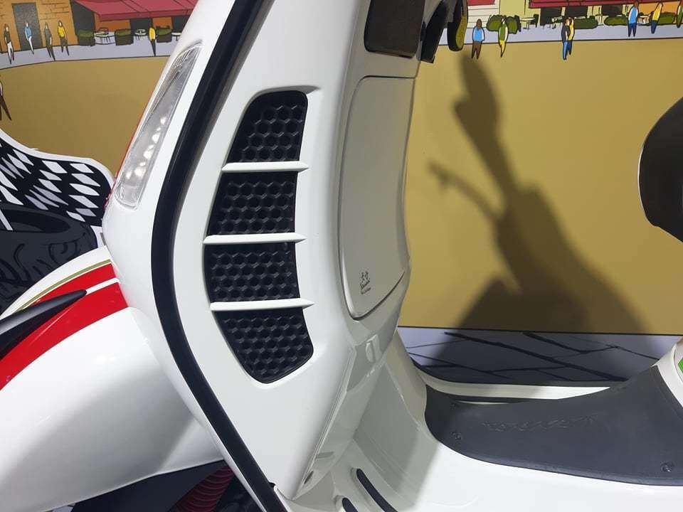 Phiên bản Vespa GTS Super Racing Sixties 300 HPE được trang bị động cơ 300 HPE xy-lanh đơn SOHC 4 kỳ, 4 van, làm mát bằng dung dịch, dung tích 300cc