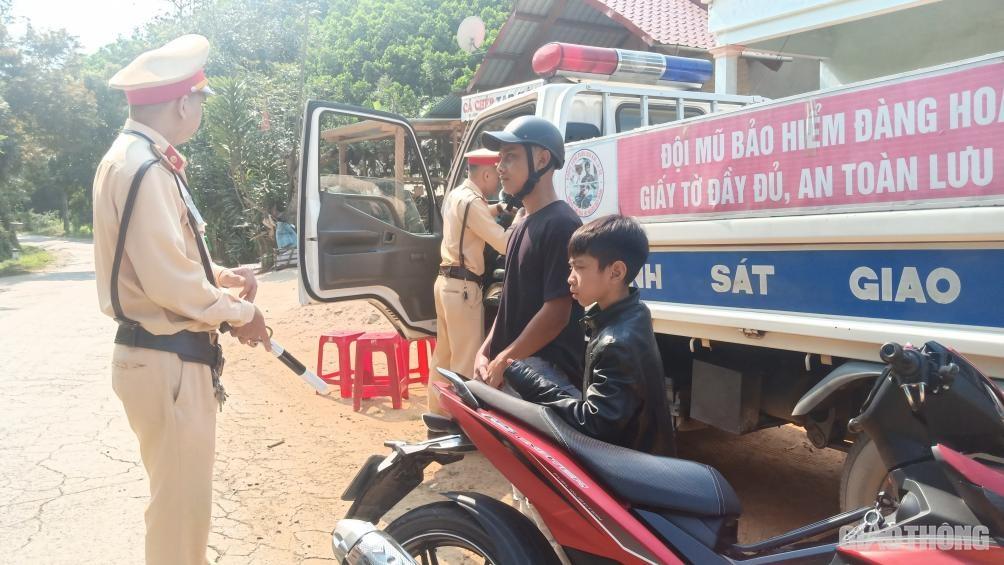 Quảng Nam: Xử phạt 21.000 trường hợp, tước GPLX 1.200 người vi phạm TTATGT