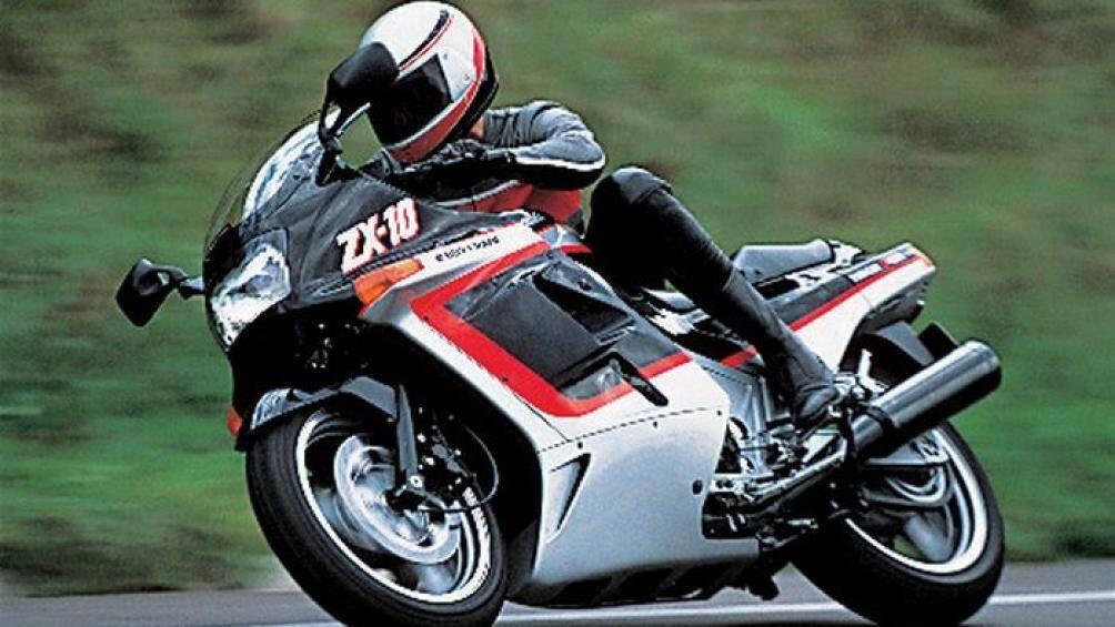 9. Kawasaki Tomcat ZX-10 1988 (vận tốc tối đa: 266 km/h)
