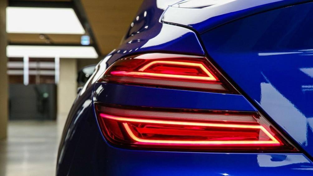 """Phần đuôi xe của Genesis G70 2021 cũng được cải tiến đáng kể với cụm đèn hậu có thiết kế """"Quad Lamps"""" giống đèn pha"""