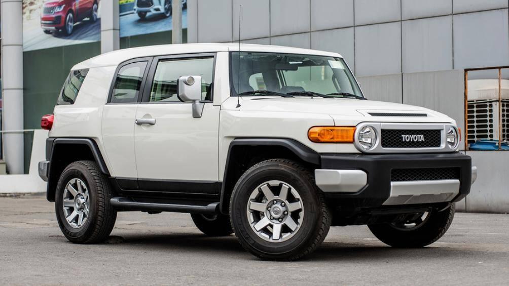 10. Toyota FJ Cruiser: Nhìn tổng thể, Toyota FJ Cruiser trông giống một chiếc xe đồ chơi hơn là một chiếc xe off-road
