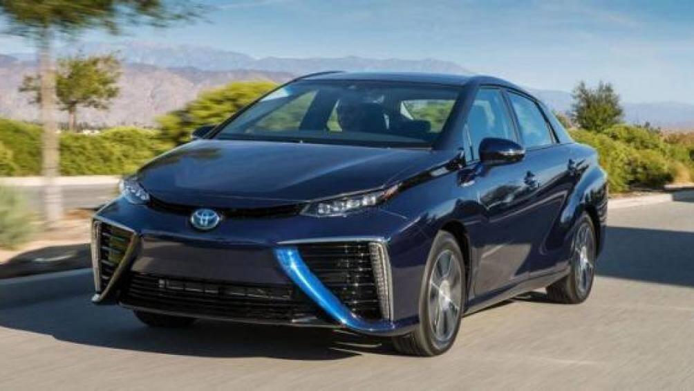6. Toyota Mirai: Nếu hãng Toyota đầu tư hơn về khâu thiết kế thì chiếc xe này đã không bị hụt hơi trong cuộc đua với ô tô điện