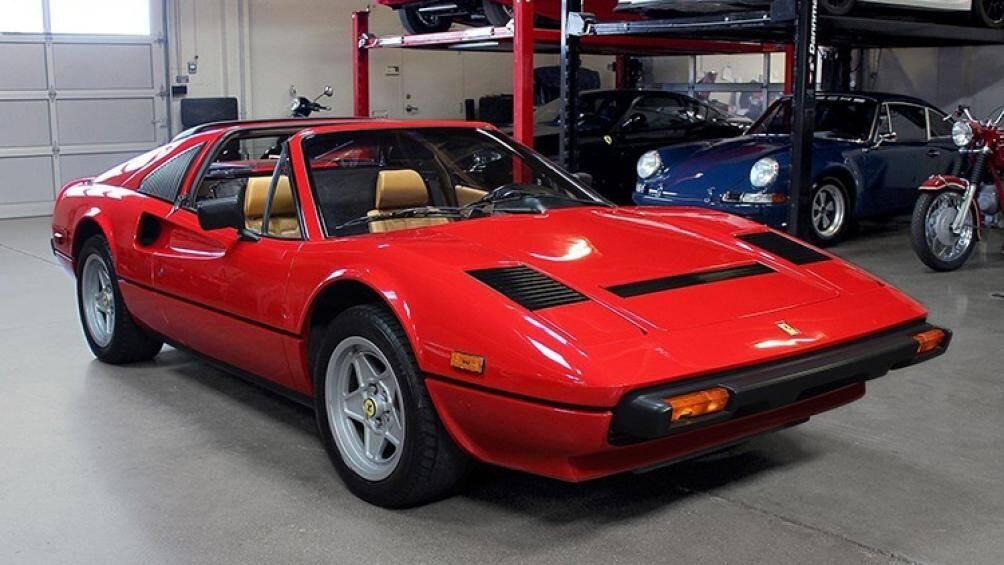 """Ferrari 308 GTB là một siêu xe V8 được bán từ năm 1975 – 1985. Nó là một mẫu xe nổi tiếng góp mặt trong bộ phim truyền hình Mỹ """"Magnum, P.I."""""""