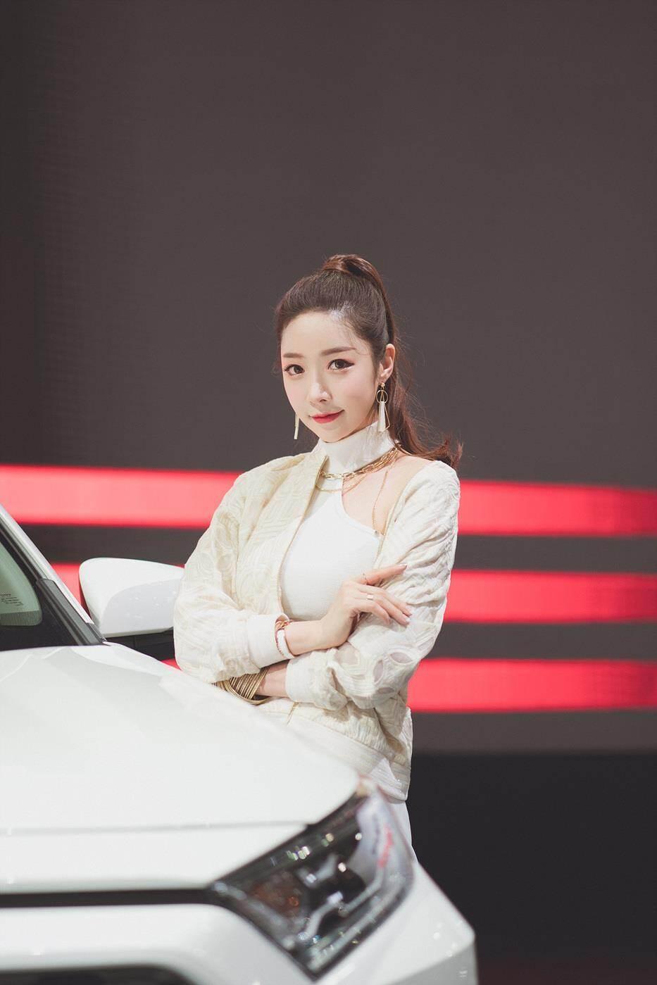 Một số hình ảnh đẹp khác của siêu mẫu Yu Da Som