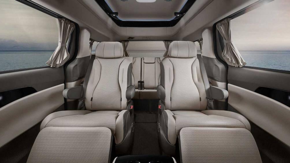Phần mở rộng trên trần xe giúp chiều cao khoang cabin tăng 291mm so với các phiên bản thông thường
