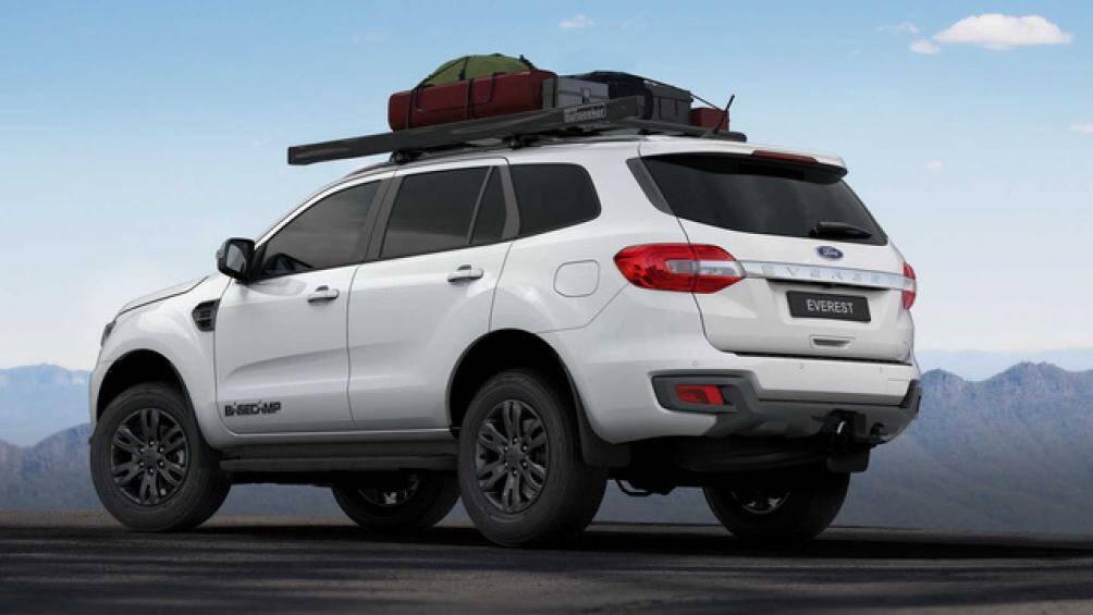 Ford Everest BaseCamp có giá bán 64.990 AUD (hơn 1 tỷ đồng) cho phiên bản 3.2L và 66.490 AUD (hơn 1,1 tỷ đồng) cho phiên bản 2.0L biturbo