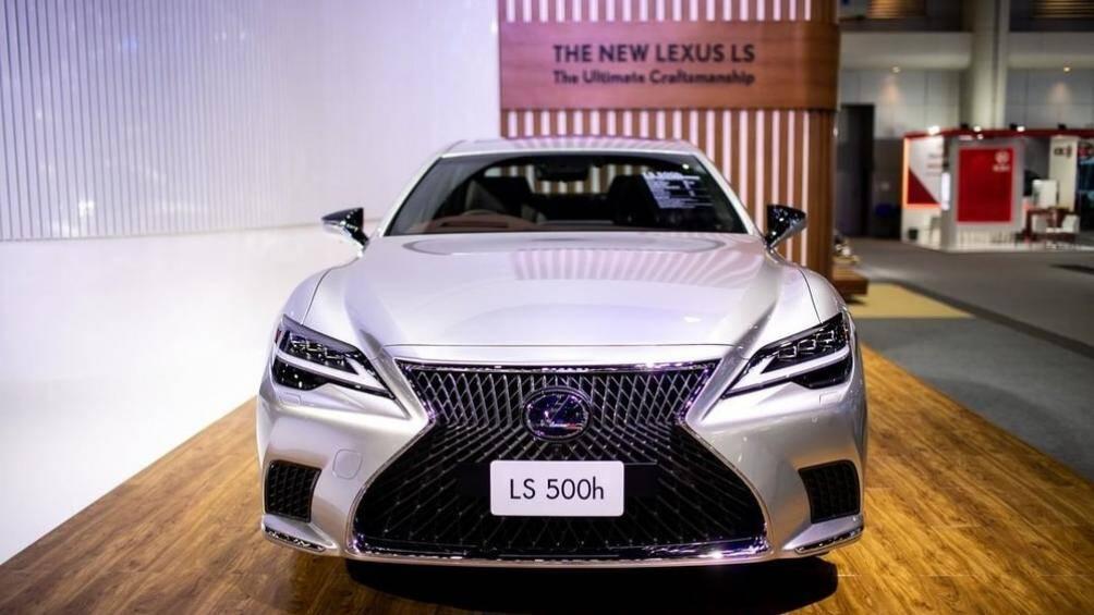 Mẫu sedan hạng sang cỡ lớn Lexus LS 2021 đang được trưng bày và giới thiệu tại triển lãm Motor Expo 2020 ở Thái Lan với 4 phiên bản khác nhau