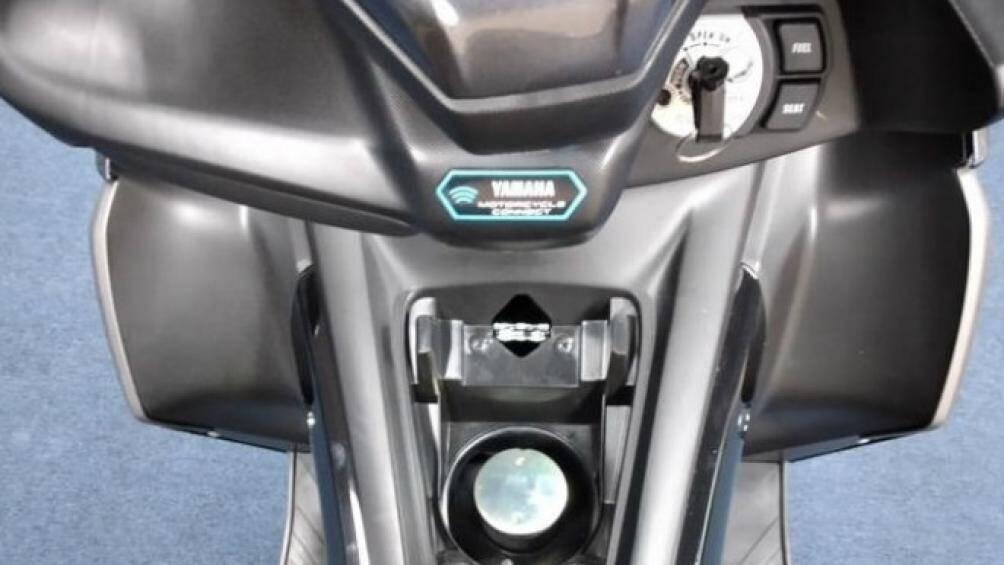 Chứa nhiên liệu là bình xăng 5,5 lít, tăng gần 1 lít so với dung tích bình xăng của NVX 155 thế hệ trước