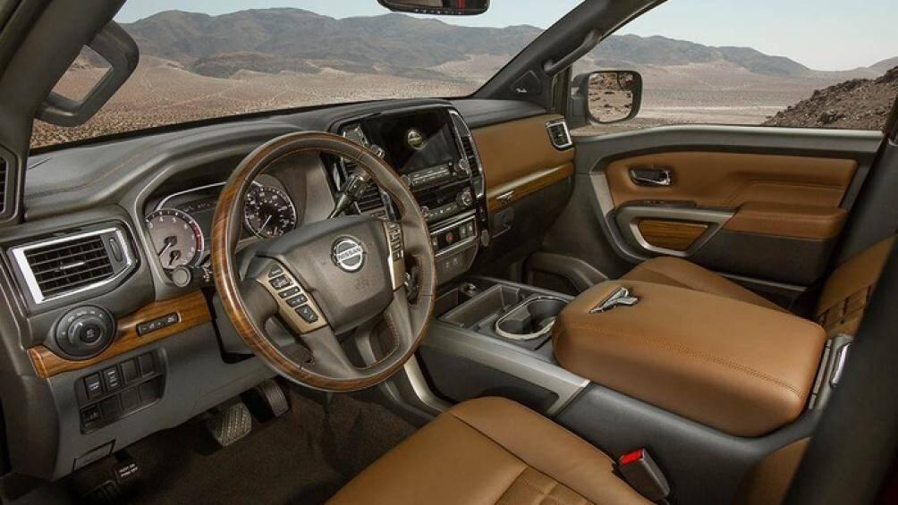 7. Nissan Titan Platinum Reserve 2020 (giá khởi điểm: 55.490 USD)