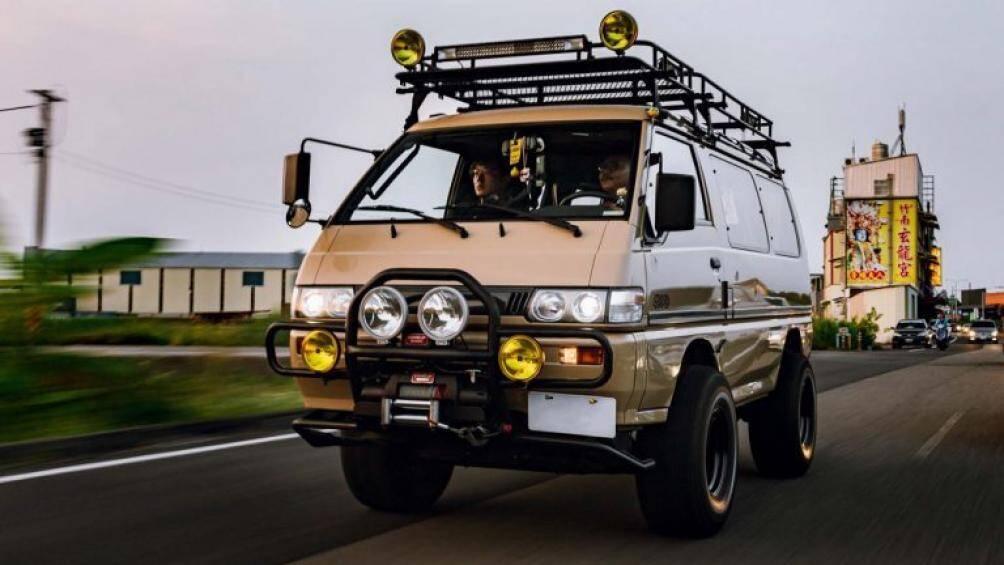 Dòng Delica được Mitsubishi ra mắt lần đầu vào năm 1968 dưới dạng xe tải thương mại