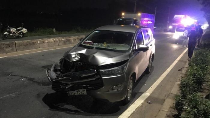 Thanh niên chạy xe máy ngược chiều đối đầu với ô tô, mất mạng tại chỗ 1