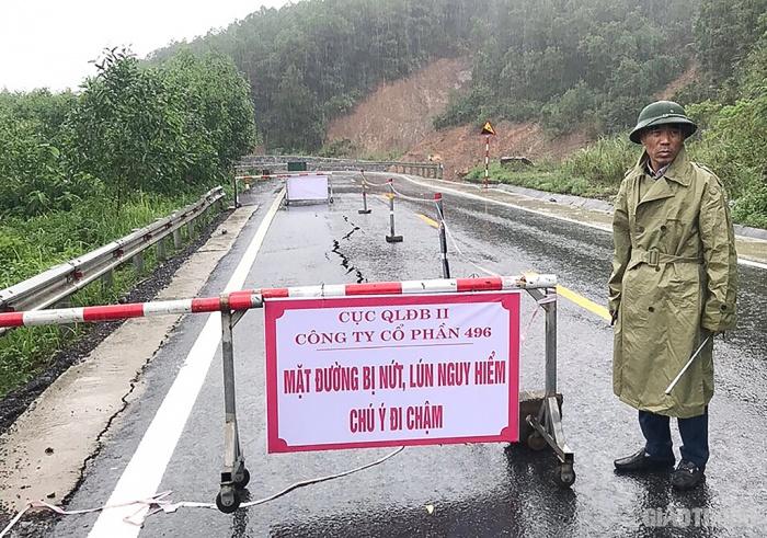 Giao thông ở Nghệ An, Hà Tĩnh, Quảng Bình: Có nơi ngập đến 6m 2