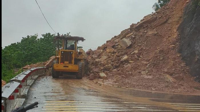 Nghệ An: Nước lũ dâng cao, nhiều tuyến đường bị chia cắt, nhà dân ngập sâu 9