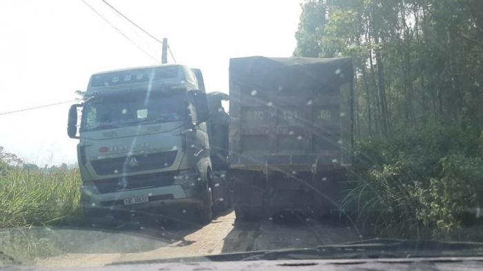"""vĩnh phúc: có dấu hiệu bảo kê để xe quá tải, """"đất tặc"""" hoành hành?"""