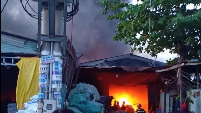 Cháy lớn tại 2 nhà xưởng ở TP HCM,nhiều ngườihoảng loạntháo chạy 1