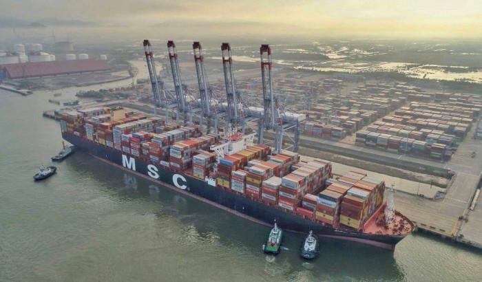 tàu container gần 200 nghìn tấn cập cảng quốc tế cái mép