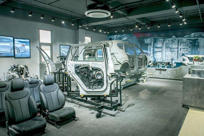 """Điều gì giúp Hyundai SantaFe giành """"ngôi vương"""" phân khúc SUV? 2"""