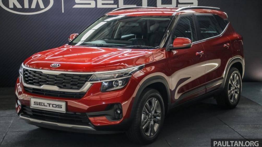Kia Seltos vừa được ra mắt tại Malaysia nhập khẩu nguyên chiếc từ Ấn Độ với 2 phiên bản EX và GT Line