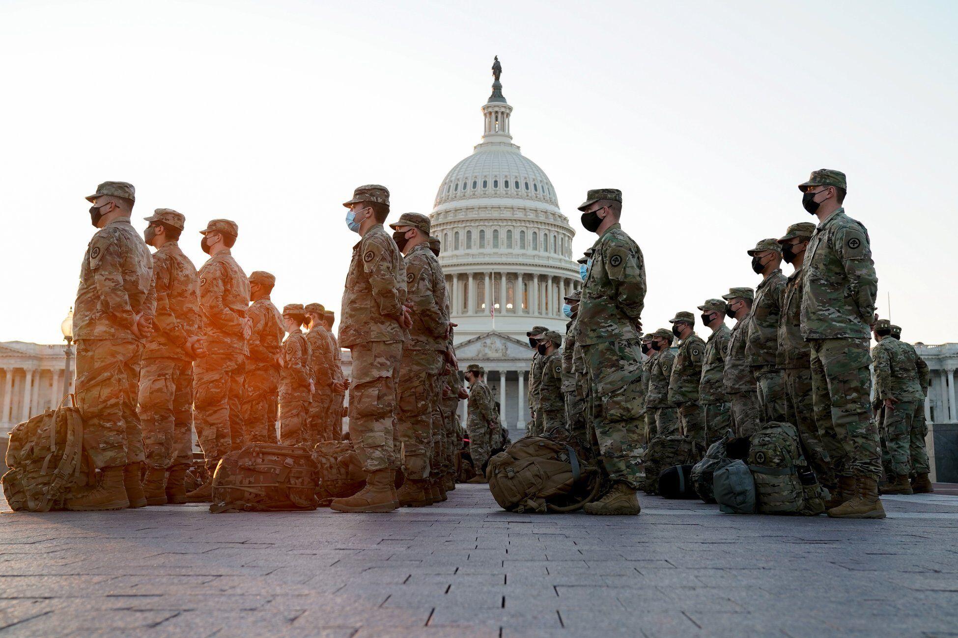 Kênh Aljazeera cho hay, hai quan chức Mỹ cho biết, từ ngày 13/1, rất nhiều binh sỹ trong số 10.000 binh sĩ Vệ binh Quốc gia đang tiến vào thủ đô Washington để giúp đảm bảo an ninh cho khu vực trước lễ nhậm chức của Tổng thống đắc cử Joe Biden.