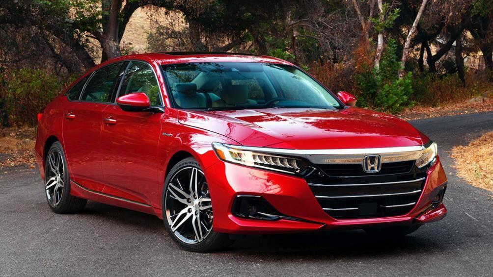 1. Honda Accord (giá khởi điểm: 25.725 USD)
