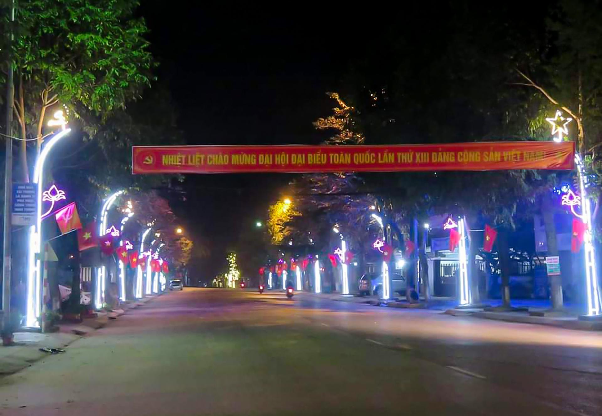 Không khí lung linh, tưng bừng ở huyện biên giới Quế Phong về đêm