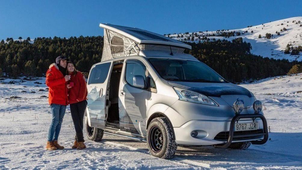 Nissan e-NV200 Winter Camper là một chiếc xe van cắm trại chạy bằng điện, nó sở hữu đầy đủ tiện nghi hiện đại và vô cùng êm ái