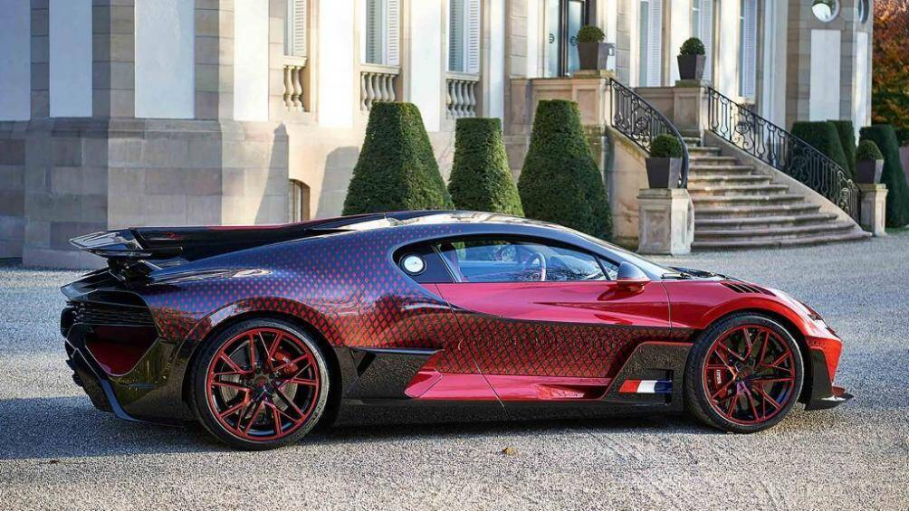 """Đội ngũ thiết kế và chế tạo của Bugatti đã mất hai năm để có thể chế tạo ra độc bản """"Lady Bug"""" này"""