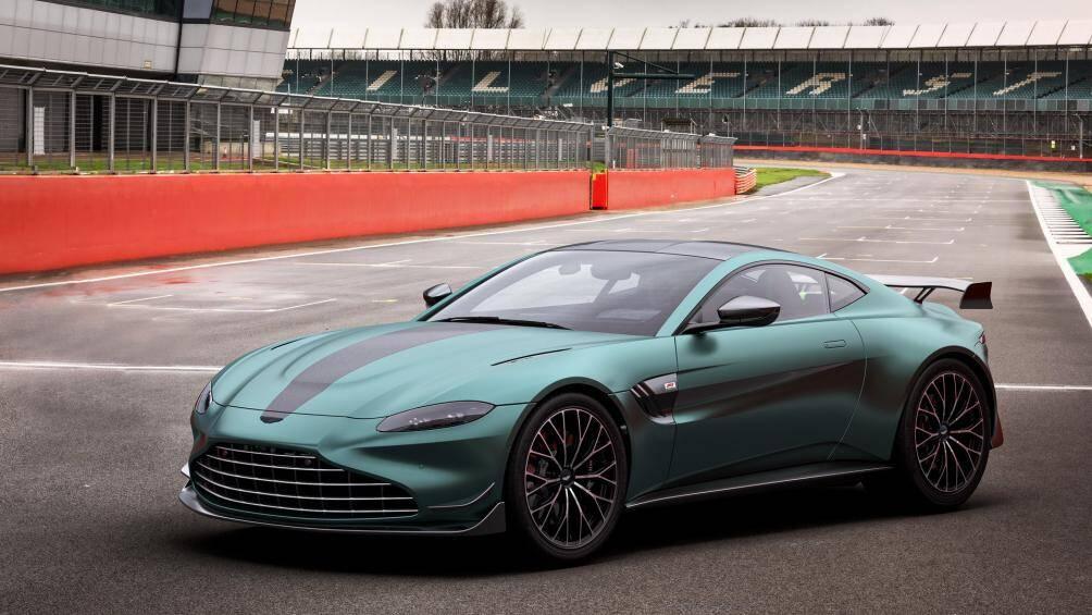 Để đánh dấu việc chiếc Vantage được lựa chọn làm xe an toàn của giải đua công thức 1, Aston Martin đã ra mắt bản đặc biệt của mẫu xe này