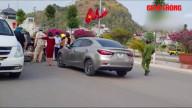 Video: Nữ tài xế tông người đàn ông đi bộ bay lên không trung