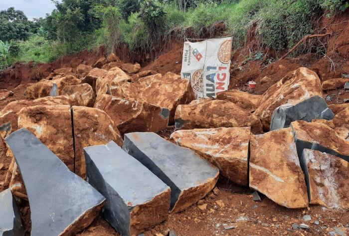 Cận cảnh ngổn ngang công trường khai thác đá