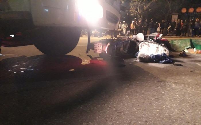 Xe tải tông xe máy trên QL1 qua Quảng Trị, 2 người tử vong thương tâm 1