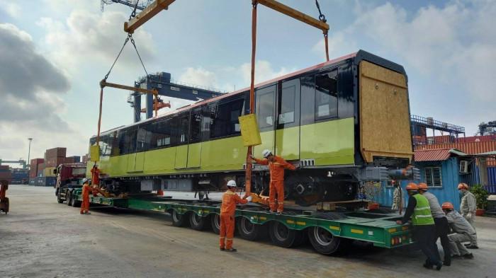 Cận cảnh đoàn tàu thứ 3 tuyến tàu điện Nhổn - ga Hà Nội về đến cảng biển 3