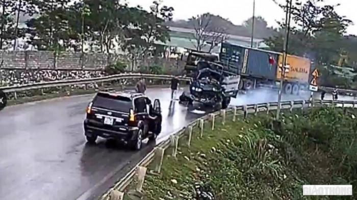 Xe tải nhẹ lấn làn đấu đầu xe đầu kéo, tài xế tử vong tại bệnh viện 1