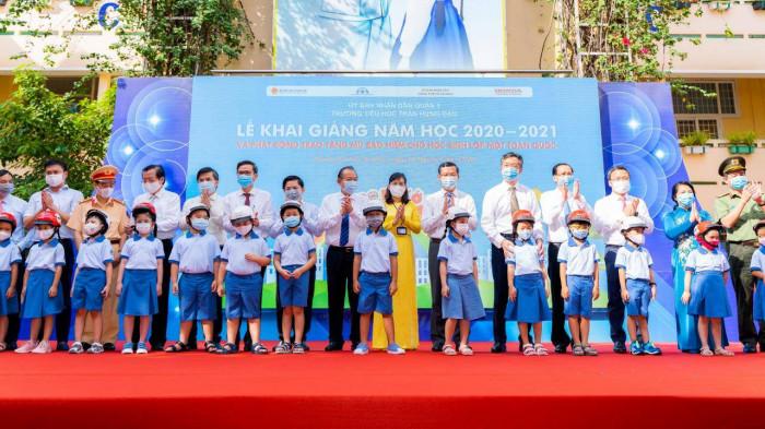 Honda trao tặng gần 6 triệu mũ bảo hiểm cho học sinh lớp 1 1