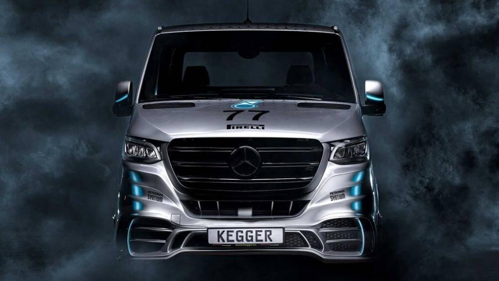 Mức giá xe Mercedes-Benz Sprinter bán tải đặc biệt này là 125.000 euro, tức khoảng 147.000 USD (hơn 3,4 tỷ đồng)